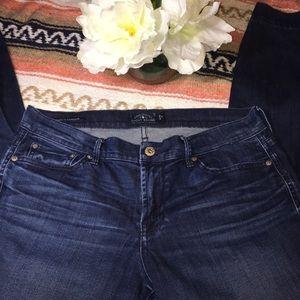 Dark wash Lucky Brand Jeans!